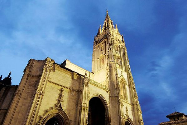 There is a treasure hidden within the cathedral: the Cámara Santa, which is listed as UNESCO World Heritage.