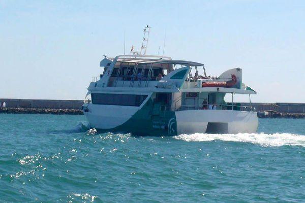 Le fameux bateau à moteur (anciennement à vapeur, d'où son nom...) qui relie en 45 minutes depuis 1928 El Puerto de Santa Maria à Cadix