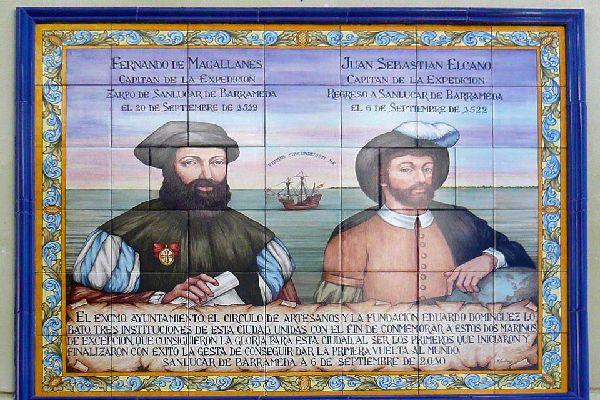 Une plaque rend hommage aux 18 marins (sur les 165 de départ dont Magellan), revenus à bon port en 1522, bouclant le premier tour du monde de l'histoire !