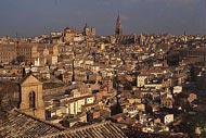 Tolède est synonyme de soleil et de ruelles en pente, elle regroupe l'angularité de El Greco et le mysticisme du quartier juif.