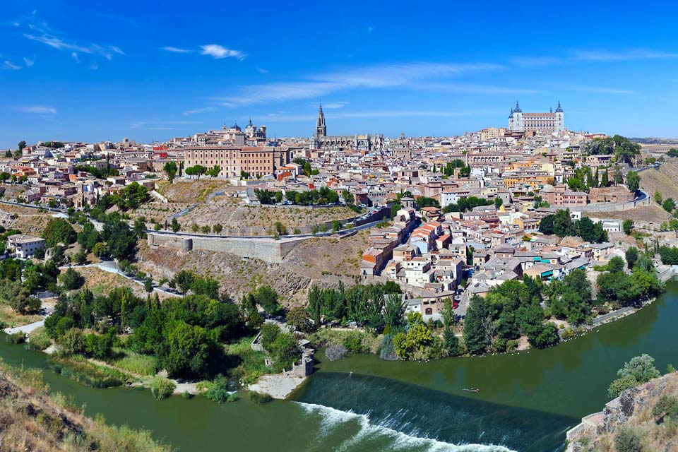 Nestled in a meander of the Tagus River, Toledo is the capital of Castilla-La Mancha. It was first a Roman colony that became the centre of the Visigoth kingdoms and a place of residence for Arabs, Jews, and Christians in the Middle Ages. This explains the presence of numerous historic and religious monuments, starting with its imposing gothic cathedral. A beautiful altarpiece, on which scenes of the ...