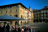 In concomitanza ad un'architettura che riserva belle sorprese, la città presenta un invitante patrimonio gastronomico.