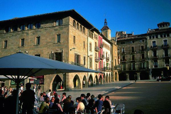 En parallèle d'une architecture qui réserve de belles surprises, la ville est l'hôte d'un alléchant patrimoine gastronomique.