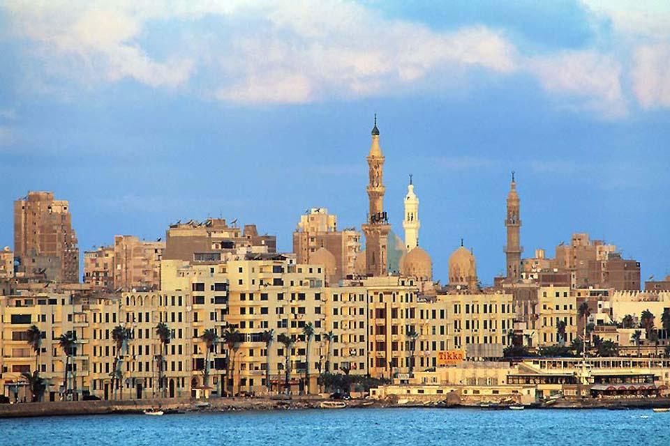 Fondée en -331 par Alexandre le Grand, Alexandrie devint le principal port d'Égypte sur la Méditerranée dès l'antiquité.