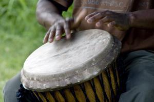 Afrique; Burundi; Gitega; tambour; musique; homme; main;