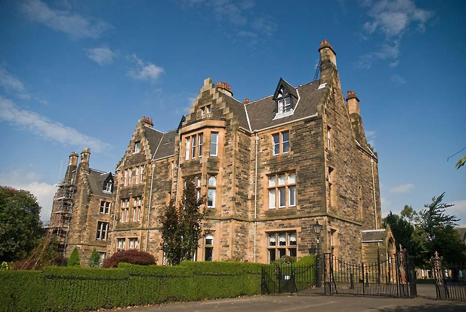 L'université de Glasgow est la quatrième université la plus vieille du monde anglophone et une des quatre anciennes universités que compte l'Écosse.