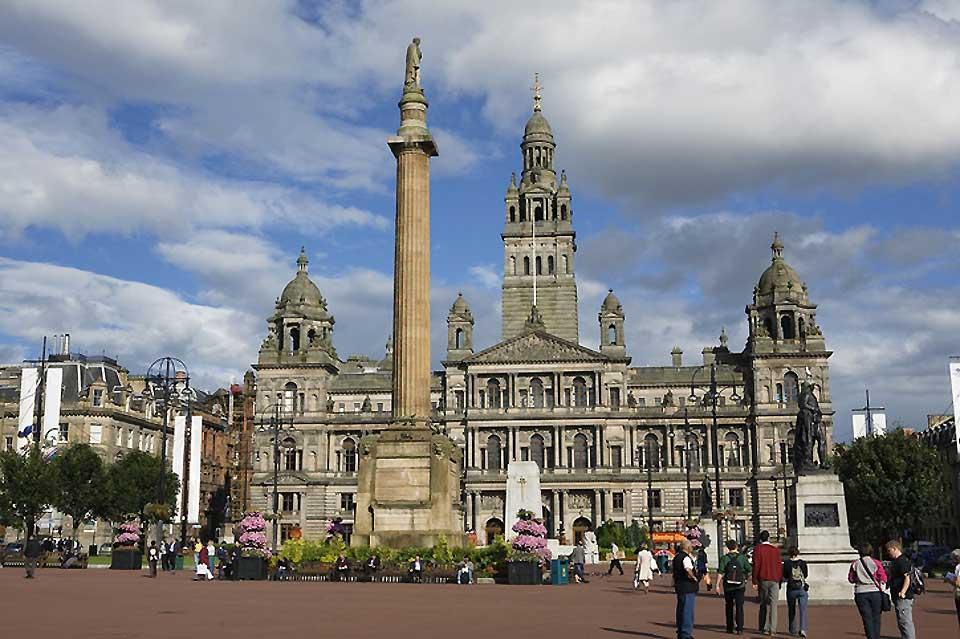 La George Square et l'hôtel de ville à Glasgow dans la région de Strathclyde.