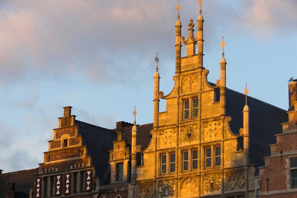 L'architettura di Gand è composta da edifici di epoche differenti, dal Medioevo all'epoca moderna.