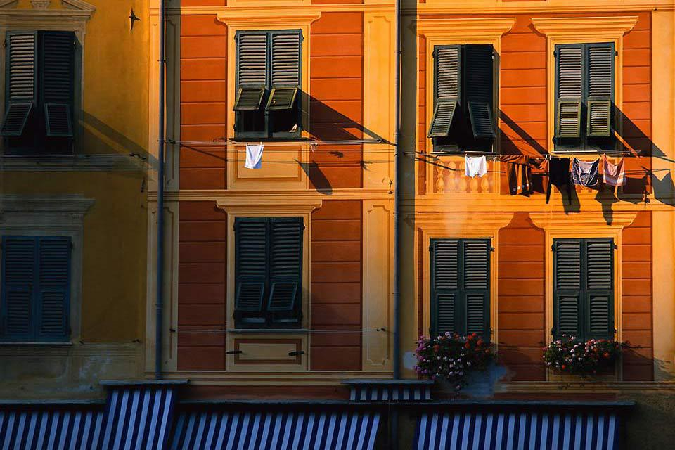 Le case liguri hanno una tipica facciata dipinta.