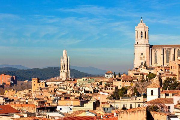 Elle possède la nef gothique la plus large du Monde. La tour date du XIème siècle tandis que le reste de l'édifice est globalement issu du XIVème siècle.