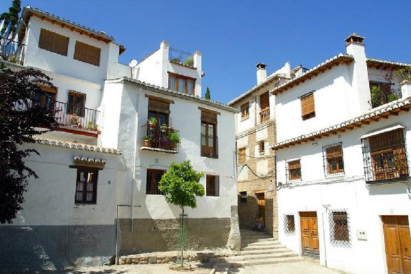 The different neighbourhoods include: Albaicin, Beiro, Chana, Centre, Genil, Norte, Ronda and Zaidin.
