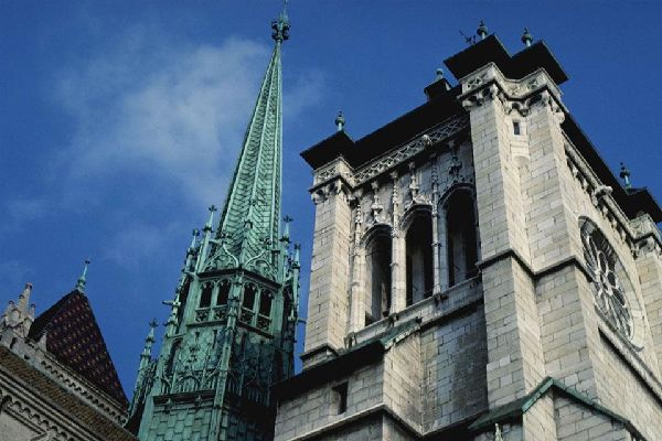 This now Protestant cathedral has seen many centuries come and go. Its initial foundations date back to the end of the 4th century.