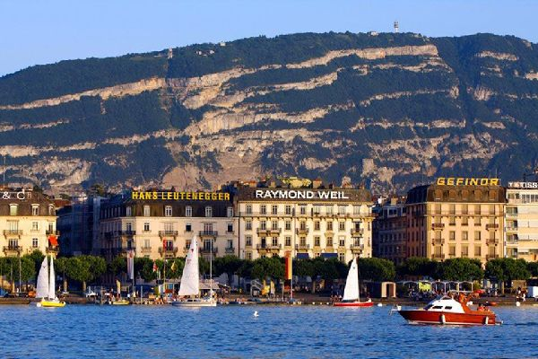 Geneva is located on the edge of the lake of the same name, on Switzerland's eastern extremity.