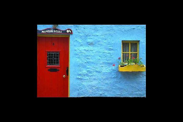 Die irischen Häuser an der Westküste sind oftmals, wie hier in Galway, in bunten Farben gestrichen.