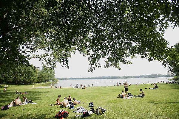 Angers se tient au coeur de la vallée de la Loire. Elle est aussi une ville porte du Parc naturel régional Loire-Anjou-Touraine.