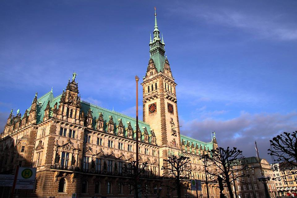 Hamburg's city hall is one of the city's most beautiful buildings.