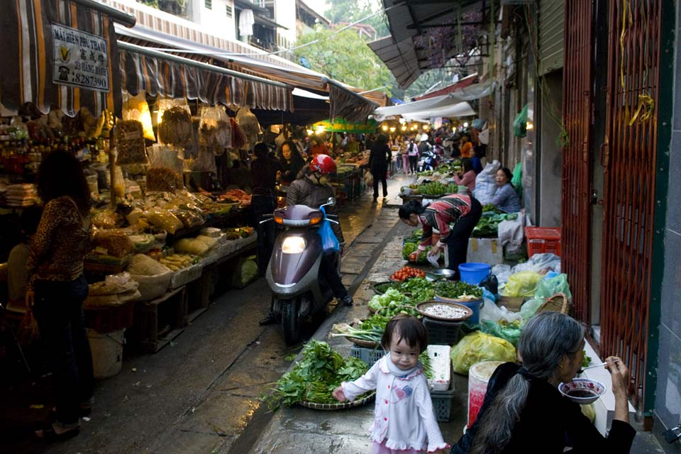 As is the case with all of Vietnam's cities, Hanoi's markets bring the city to life from dawn until dusk.
