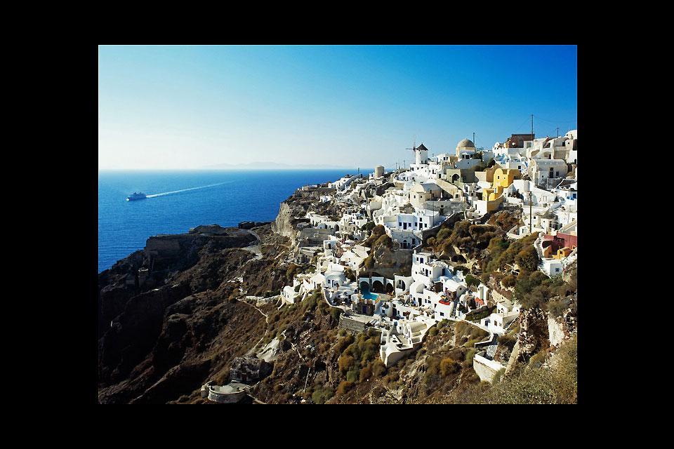 Depuis le port d'Héraklion, il est possible de partir en escapade pour une journée ou plus dans les îles voisines, comme ici à Santorin.