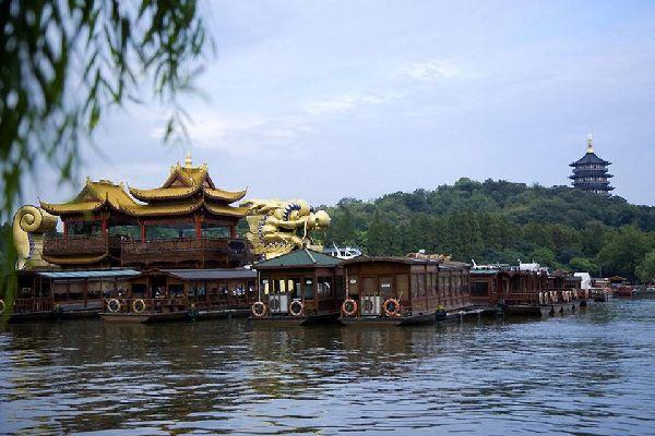 En el lago del Oeste podemos admirar la Pagoda de las seis armonías.