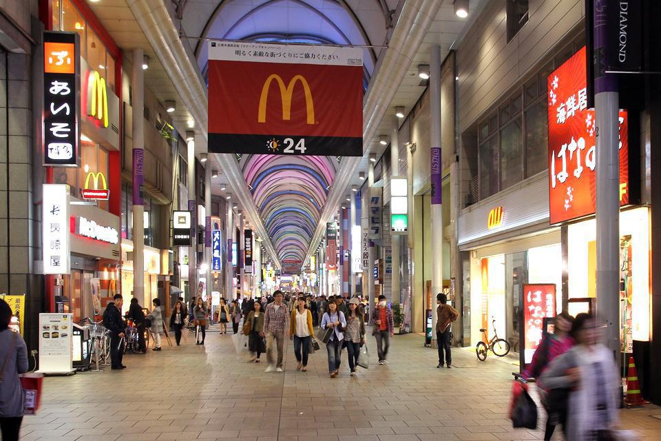 A immagine di numerose metropoli giapponesi, Hiroshima ospita una grande galleria commerciale che accontenta tutti gli appassionati dello shopping.