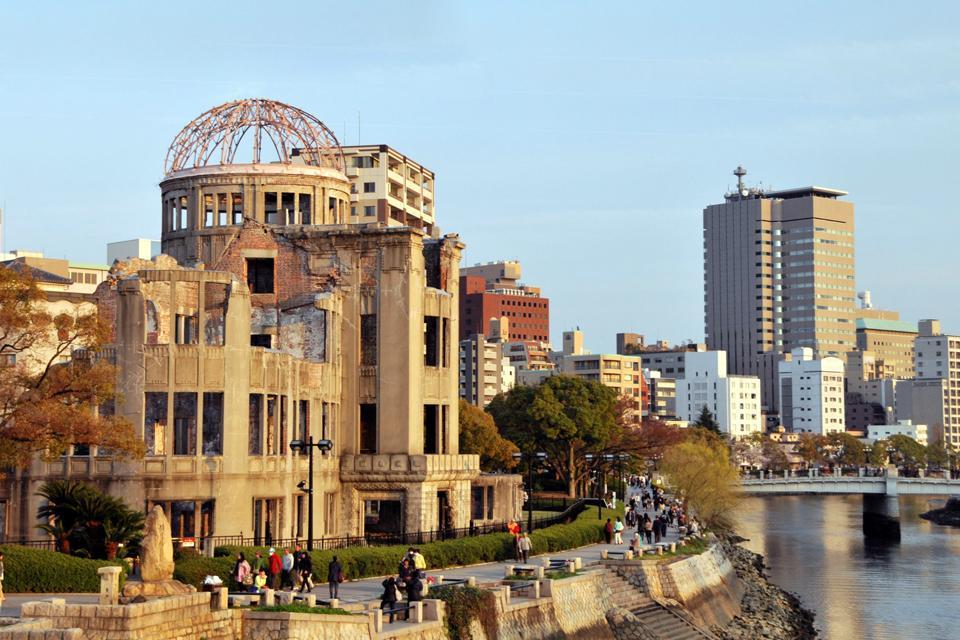 Estos vestigios irradiados son testimonio del horror del armamento nuclear y el símbolo de generaciones promoviendo la paz universal.