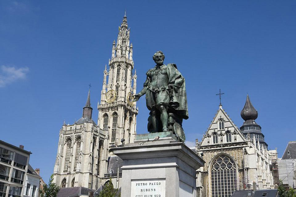 Antwerp is both an industrial and a commercial city and one which also boasts a rich architectural and artisanal heritage.