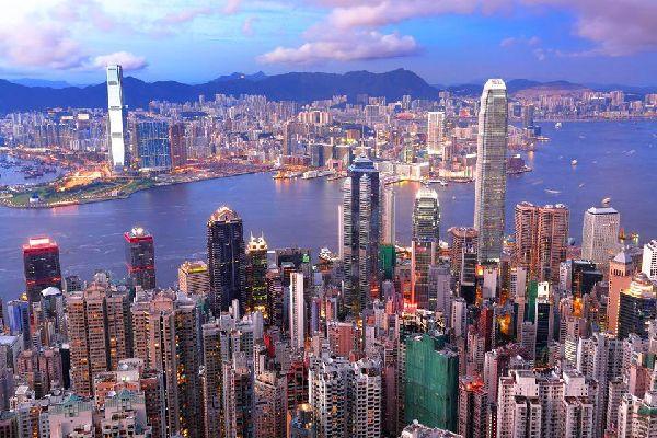 Hong Kong ist für seine Wolkenkratzer berühmt, die das einzigartige Stadtbild prägen.