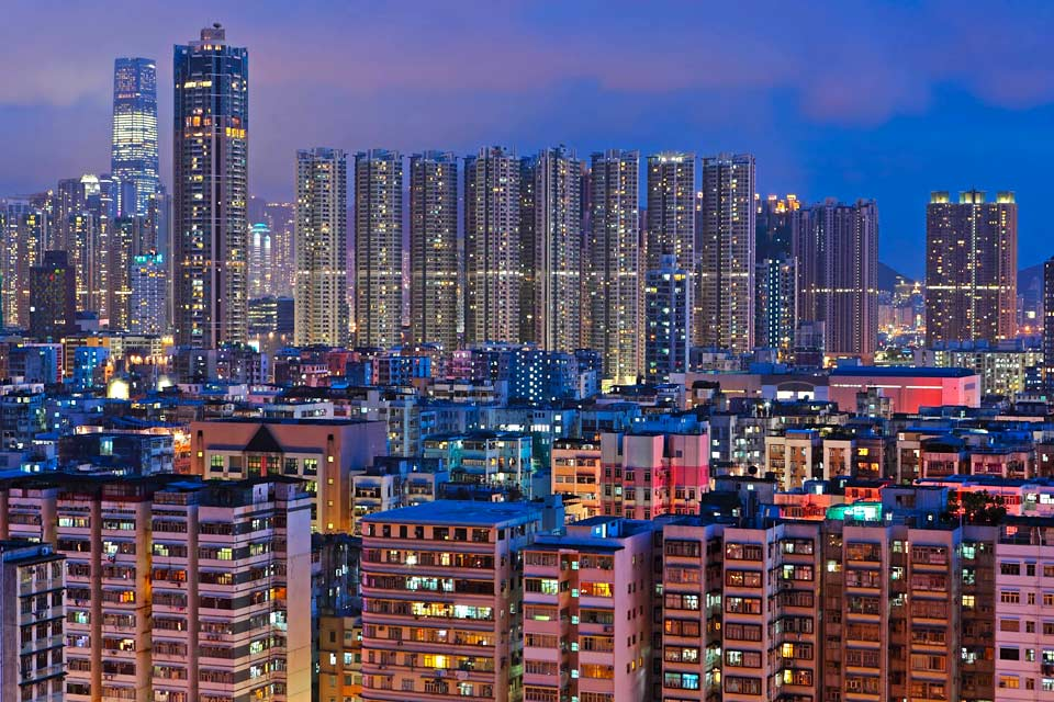 By visiting Hong Kong and its region, you will discover a fascinating universe teetering between the East and the West, the past and the present.
