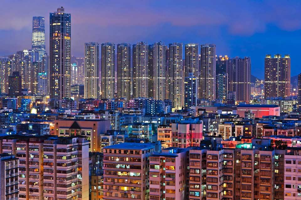 Im Rahmen einer Besichtigung Hongkongs entdeckt man eine faszinierende Welt zwischen Osten und Westen, Vergangenheit und Moderne.