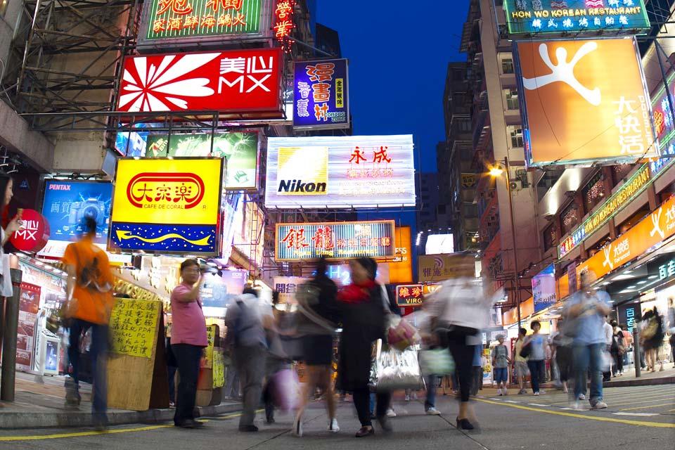 Die Insel Hongkong macht nur 7 % des gesamten Territoriums aus und ist für ihre City und den Wolkenkratzerwald bekannt.