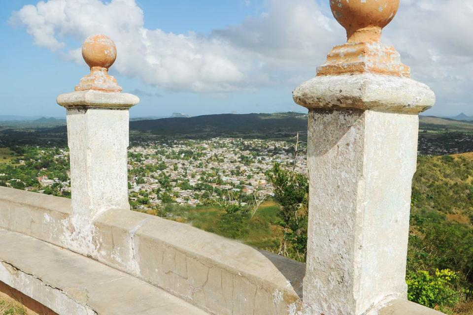 Gateway to the east, Holguin is Cuba's 'secret' city. It is constructed around three large squares; Cespedes, Frexes and Calixto Garcia, the latter being the heart of the city. You can visit the provincial Museum of History and the Loma de la Cruz, the Hill of the Cross, at the top of a 468 step climb....