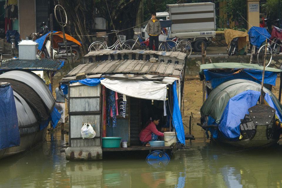 Huê et ses habitations sur l'eau