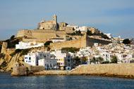 La ciudad de Ibiza se construyó en una colina del barrio del puerto.