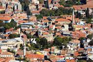 En français, Izmir se dit Smyrne et ses habitants sont appelés les Smyrniote.