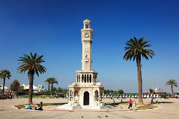 Nicknamed the pearl of the Aegean, Izmir is Turkey's third largest city but also boasts pristine coastline