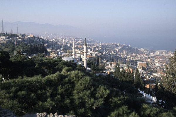 Du haut de l'ancien Mont Pagos, la Citadelle de Velours domine la ville.