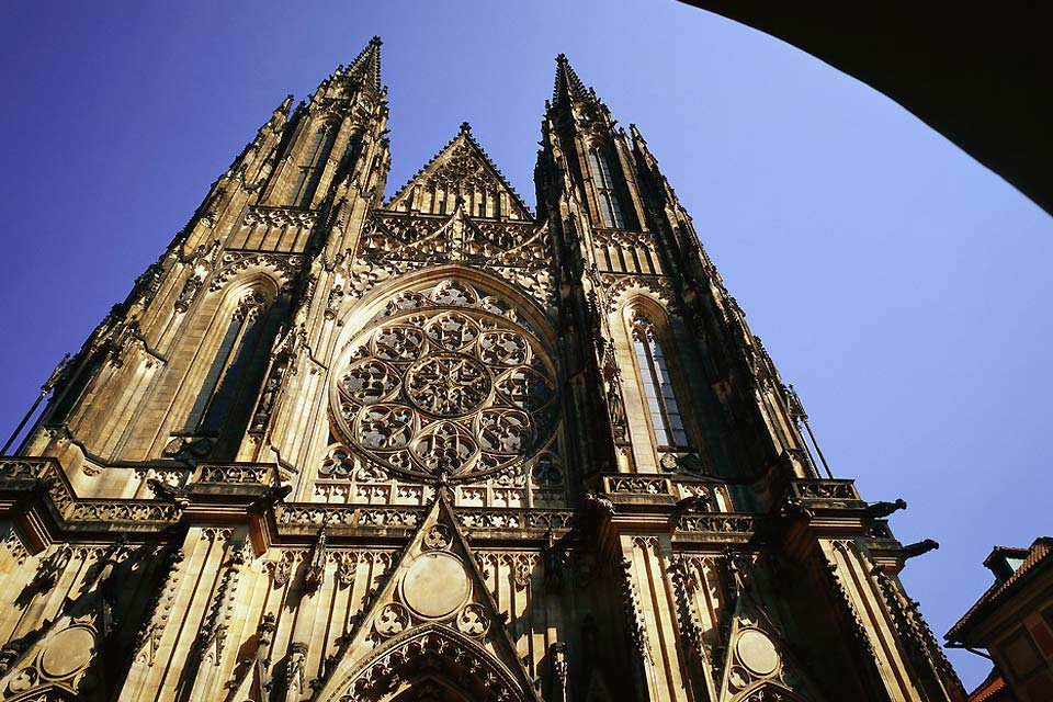 La cathédrale surplombe toute la ville.