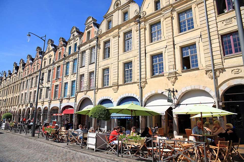 Arras est une commune du Nord-Pas-de-Calais d'environ 45 000 habitants