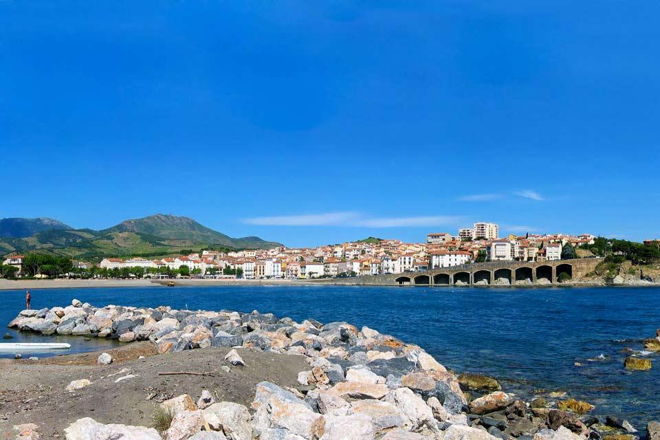 Sa région, le Languedoc-Roussillon, est une région où l'on aime manger et où l'on ne se prive pas, et découvrirez toutes les saveurs sudistes des préparations culinaires.  Banyuls sur Mer est donc une petite ville agréable appréciée pour sa douceur de vivre....