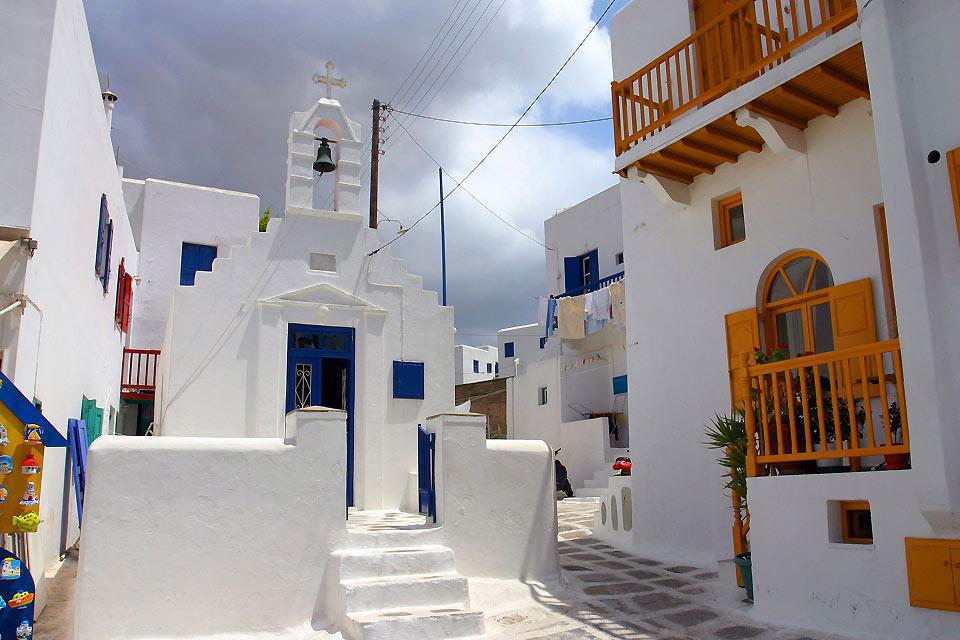 La caratteristica calce bianca degli edifici, offre una bella luminosità nelle strade