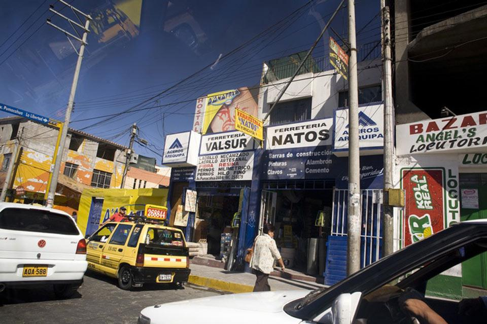 """Arequipa è la città più popolosa del Perù, dopo Lima. """"Arequipa"""" deriva dalla lingua quechua e significa """"sì, fermatevi qui""""."""