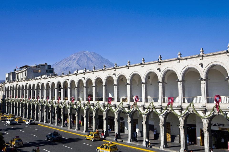 Il centro storico di Arequipa, nel quale compare la Plaza des Armas,  è stato dichiarato Patrimonio dell'umanità dall'Unesco.