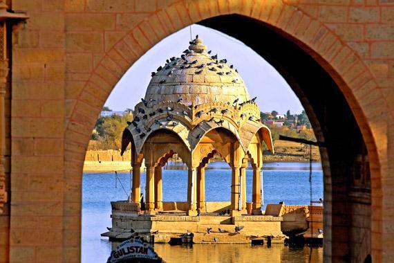 Jaisalmer : Tempio sul lago di Amar, India - India
