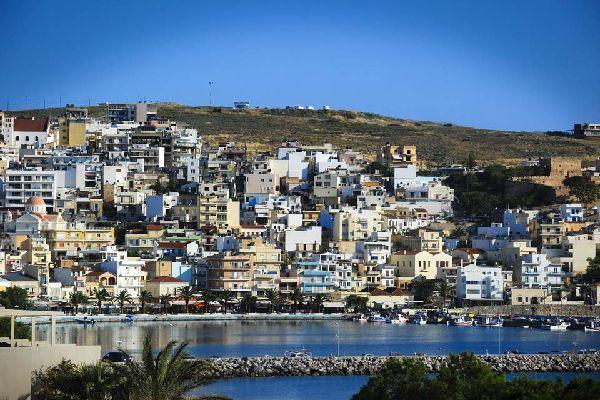 Al este de Creta y a 75 km de Agios Nikolaos, Sitia es una ciudad apacible y turística.
