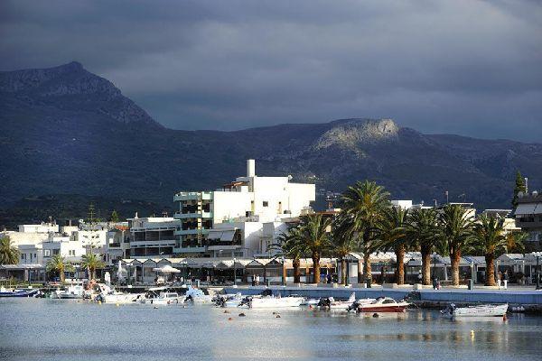 A pesar de contar con el tercer aeropuerto de la isla, esta ciudad turística es relativamente tranquila.