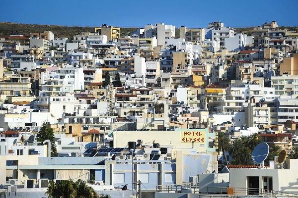 La ciudad se construyó en forma de anfiteatro, sobre las laderas de la zona y surcada de escaleras.