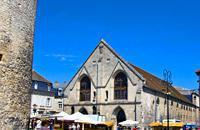 Dans la partie est du département de l'Oise, Compiègne, dont le nom dérive du nom latin compendium (raccourci), se situe sur la rive gauche du fleuve, au débouché de la confluence de l'Aisne et de l'Oise. Résidence royale puis impériale, c'est une ville au passé historique intimement lié à l'histoire du royaume. En témoignent les nombreux monuments qu'il a laissé : l'abbaye Sainte-Corneille, le château ...