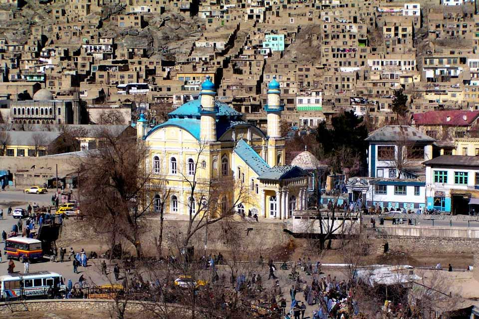 Kaboul, la capitale de l'Afghanistan, présente le triste visage d'une ville bombardée et usée par des années de conflits. Le musée de la ville, qui possédait une des plus belles collections d'antiquités asiatiques, a été maintes fois pillé. Aujourd'hui, Kaboul n'a plus de parc, ni de jardin. Le jardin de Babour est aujourd'hui une friche et sa vieille citadelle est devenue un terrain miné....