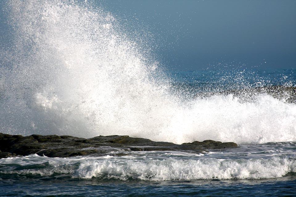 Il binomio tra mare e montagna offre splendidi paesaggi sul lungomare.