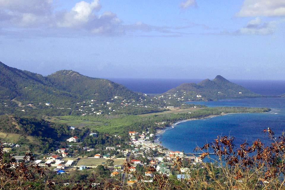 Hillsborough ist die Hauptstadt der Insel Carriacou, was die Verwaltung und die Wirtschaft betrifft. Sie ist eine der pittoreskesten und typischsten Städte Grenadas. Wie sollte man beim Anblick der kleinen Läden aus buntem Holz und der Hauptstraße am Meer mit ihren Häusern aus dem 19. Jahrhundert, deren Boden aus Stein und die Dächer aus Holz sind, nicht schwach werden?...
